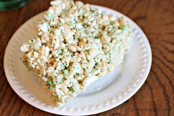 Leprechaun Rice Crispy Treats and a ton of other ideas to make this St. Patty's Day easy and fun! | Gypsy Magpie