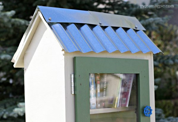 This simple tin roof is my favorite part about this little free library! | Gypsy Magpie
