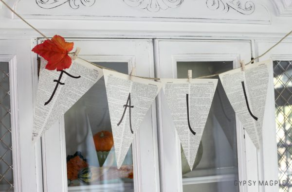 Easy fall pennant banner that you can switch out for other holidays! | Gypsy Magpie