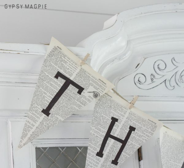 Want to make a quick craft for your holiday decor? Try this 10 minute paper banner using twine and old book pages! | Gypsy Magpie