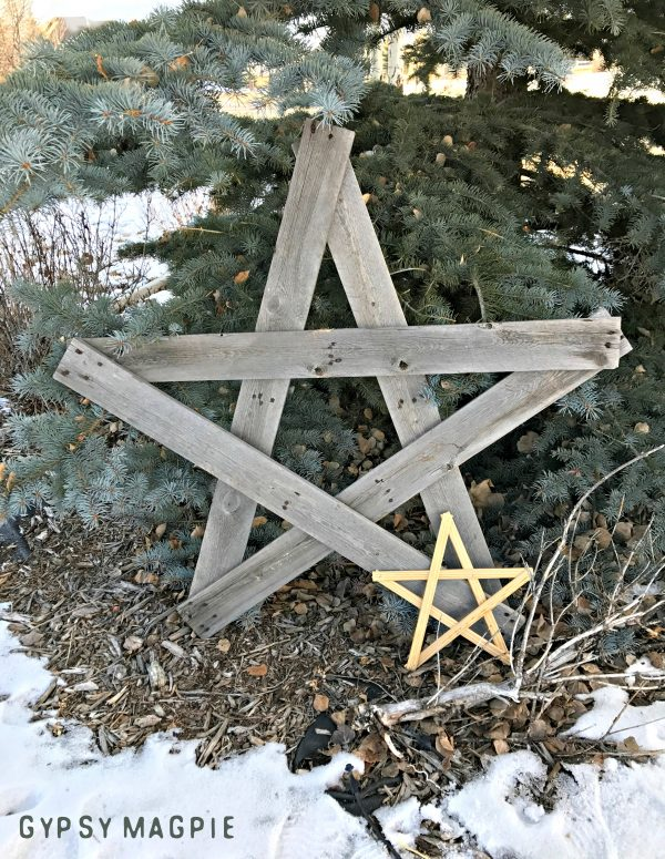 DIY Christmas Stars made from scrap wood. Such a fun gift!