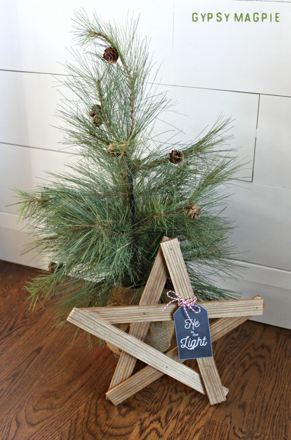 Need a simple but meaningful gift this Christmas? Make a DIY Christmas Star!