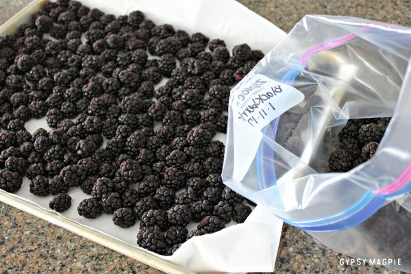 Freezing berries is so quick and easy with this simple frozen berry hack | Gypsy Magpie