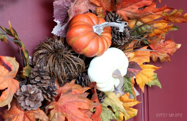 These pumpkin floral picks make this fun fall wreath! | Gypsy Magpie