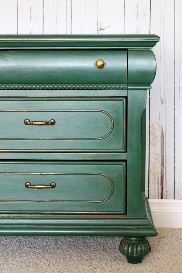 Green and brass are so stunning together! | Gypsy Magpie