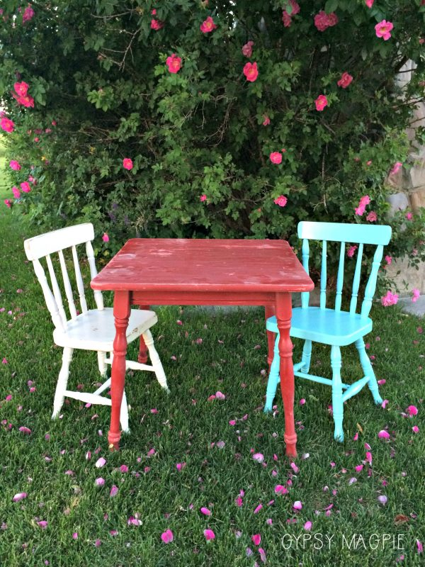 Come see how darling this old yard sale kids art table set came out after a little peacock blue paint! | Gypsy Magpie