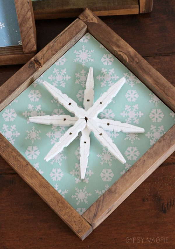 Looking for a DIY gift? This cute little glitter snowflake sign is so simple and fun! | Gypsy Magpie
