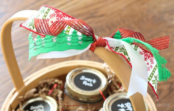 This spice rub gift basket was so easy to make! Stop by Gypsy Magpie for the details!