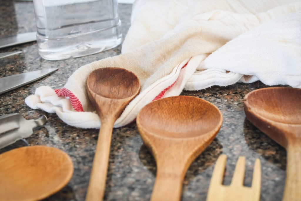 Oil wooden spoons to keep them strong and pretty! | gypsy magpie